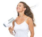 Brushing heureux de jeune femme Photographie stock libre de droits