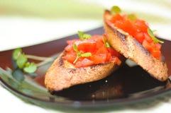 Brusquettes del tomate y de la albahaca Imagen de archivo libre de regalías