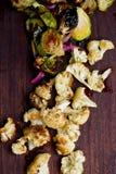 Brussel зажаренный в духовке печью - ростки и цветная капуста Стоковое Изображение RF