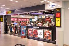 Brussel/Belgium-09 08 18: Bezcłowy sklep przy Brussels aiport zaventem obraz royalty free