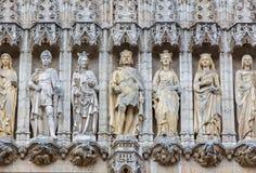 Brussel - holys op de gotische voorgevel van stadhuis Het paleis werd gebouwd tussen 1401 en 1455 Stock Foto's
