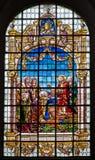 Brussel - Jesus geeft de sleutels van koninkrijk van hemel. Ruit van Heilige John de Doopsgezinde kerk. Royalty-vrije Stock Foto