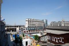 BRUSSEL 18 JULI: Openluchtkoffie in Bozar als deel van Mixity Brussel 2017 Foto op 18 Juli, 2017 in Brussel, België wordt genomen Stock Foto's