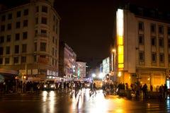 BRUSSEL - NOVEMBER 25, 2017: De relpolitie die orde in Brussel na een vreedzaam protest herstellen tegen de slavernij werd hevig stock afbeeldingen
