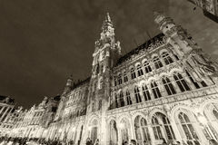 BRUSSELS - MAY 1, 2015: Tourists in La Grand Place, main city sq Stock Photography