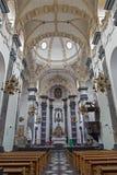 Brussesl - das Kirchenschiff und der Hauptaltar Kirche Notre Dame-Zusatzreichtums Claires lizenzfreies stockfoto