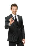 Brustbild des okay gestikulierenden Geschäftsmannes Lizenzfreies Stockbild