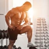 Brutale bodybuilder Stock Foto's
