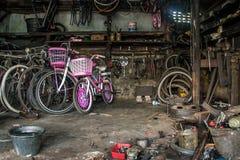 Brutalnego roweru remontowa usługa w Indonezja Zdjęcia Royalty Free