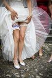 Bräute, die Strumpfband wedding sind Lizenzfreies Stockfoto