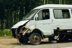 Bruten bil efter olyckan Arkivfoton