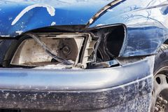 Bruten billykta på bilen Arkivbild