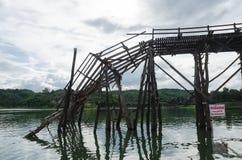 bruten bro Arkivbilder