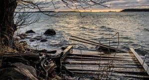 bruten bro Arkivfoto