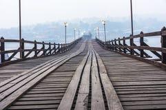 Bruten bro i Sangkhlaburi Royaltyfri Foto