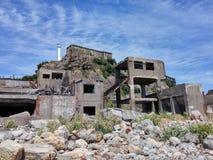Bruten byggnad på slagskeppön, Hashima Royaltyfri Fotografi