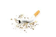 Bruten cigarett Arkivfoto