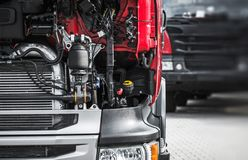 Bruten halv lastbilservice fotografering för bildbyråer