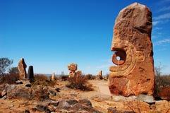 Bruten kulle, skulptursymposium, Australien Arkivbilder