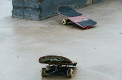 Bruten skateboard Royaltyfri Foto