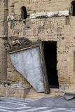 Bruten spegel på etapp på den forntida teatern av apelsinen Arkivfoton