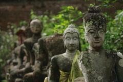 Bruten staty av Buddha Royaltyfri Foto