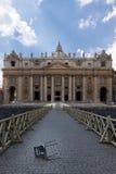 Bruten stol på St Peter Basilica Royaltyfri Bild