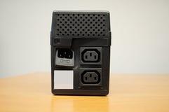 Bruten Uninterruptible strömförsörjning (UPS) Fotografering för Bildbyråer
