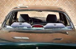 Brutet bakre fönster av bilen Royaltyfri Fotografi