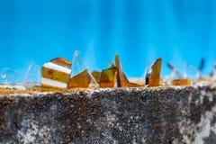 brutet exponeringsglas på staketet, att skydda Fotografering för Bildbyråer