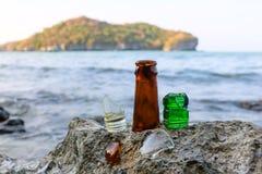 Brutet exponeringsglas på stranden Royaltyfri Bild