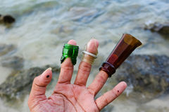 Brutet exponeringsglas på stranden Royaltyfri Fotografi