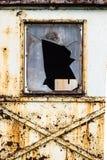 Brutet fönster Arkivbild