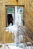 Brutet fönster i ett gammalt hus efter brand Fotografering för Bildbyråer