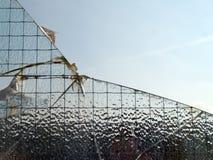 Brutet frostat glass fönster Arkivfoton