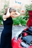 Brutet ner bilen fotografering för bildbyråer