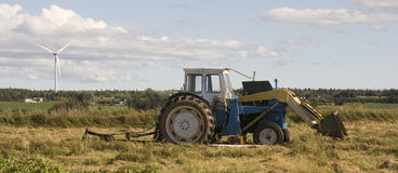 brutet ner traktoren Arkivfoto