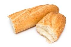 Brutet nytt vitt bröd royaltyfri fotografi