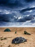 Brutet tält på stranden Royaltyfri Bild