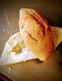 Brutet vitt bröd arkivfoton