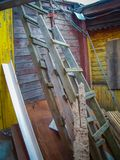 Brutet wood hus Arkivbild
