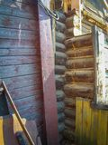 Brutet wood hus Arkivfoton