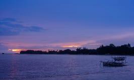 Brutna burar i kväll, Pari ö, Indonesien Royaltyfria Foton