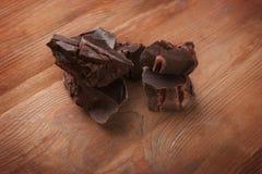 Brutna chokladstycken Arkivbild