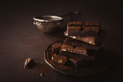 Brutna chokladstycken Royaltyfri Bild