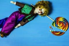 Brutna drömmar av en clown royaltyfri foto