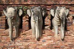 Brutna elefantstatyer Royaltyfri Bild