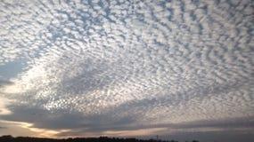Brutna moln Arkivbild