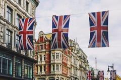 Bruton Street i det rika området av Mayfair i London stadscen Arkivfoto