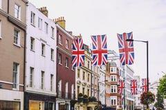 Bruton Street i det rika området av Mayfair i London stadscen Arkivbild